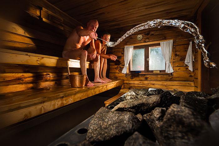was sie bei einem zwischenfall in der sauna tun sollten. Black Bedroom Furniture Sets. Home Design Ideas
